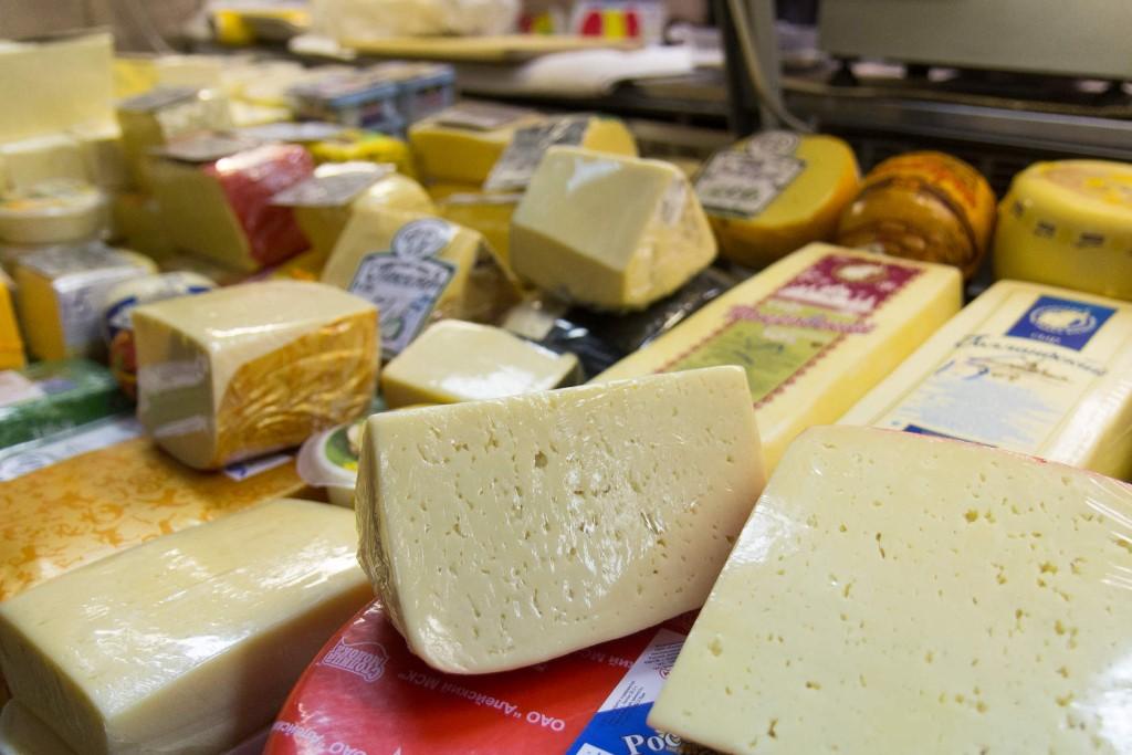 Опасный сыр обнаружили на прилавках магазина «Светофор» в Рубцовске