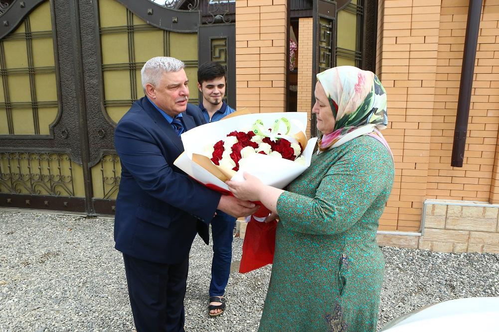 Ветеран УИС Алтайского края навестил женщину, которой помогли бойцы спецназа «Легион», будучи в командировке на Северном Кавказе