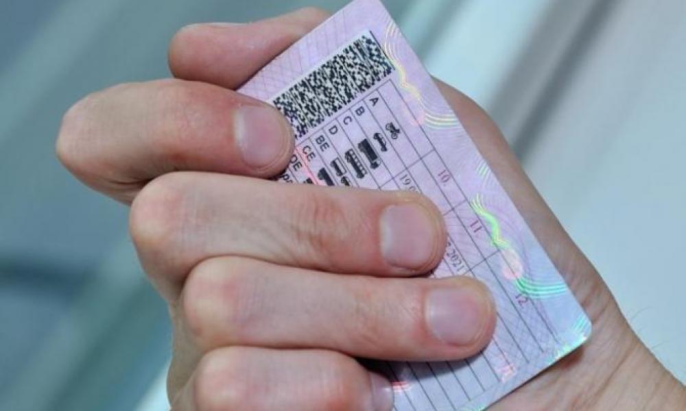 Житель Алтайского края ездил за рулем с поддельным водительским удостоверением