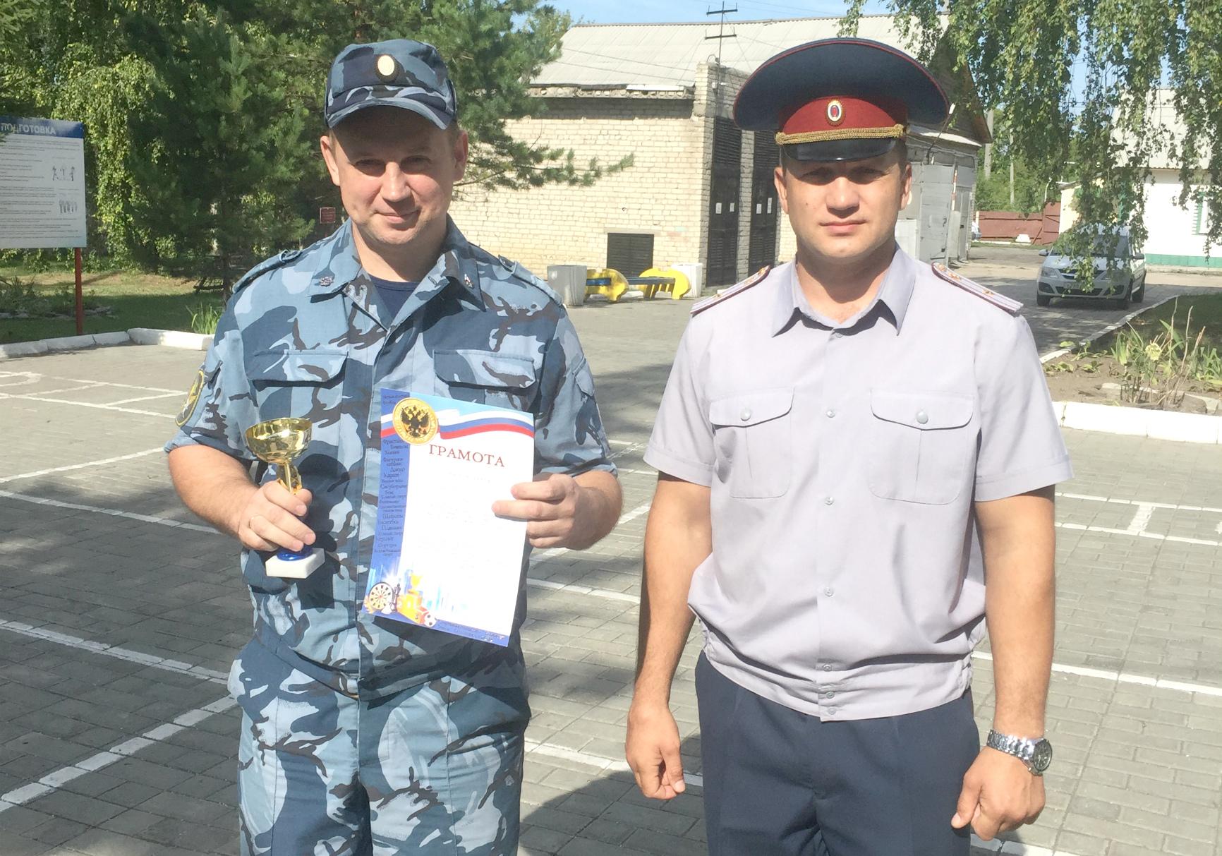 В отделе по конвоированию УФСИН России по Алтайскому краю выбрали лучшего водителя-сотрудника