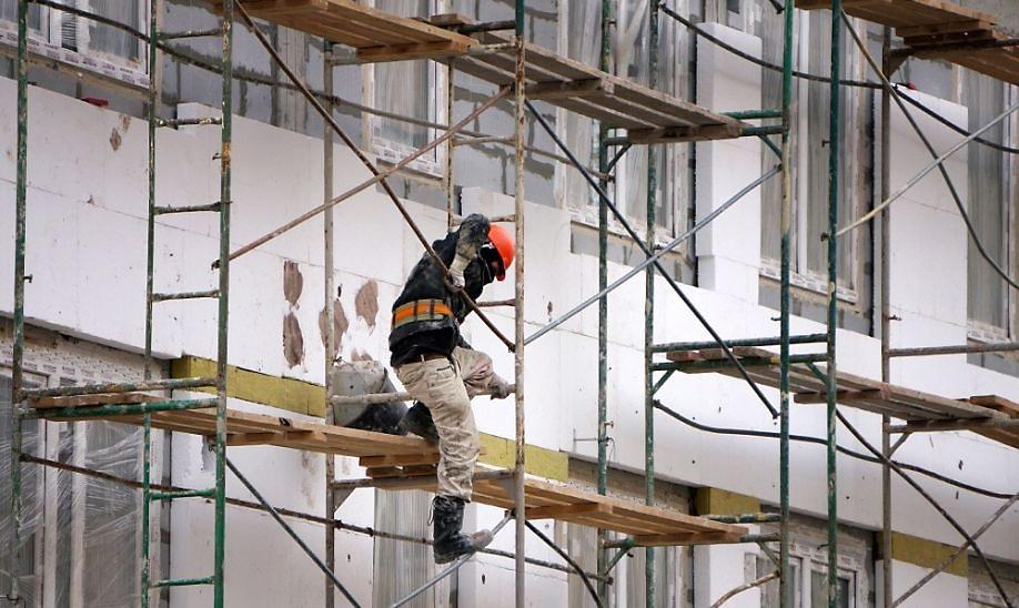 СК выясняет обстоятельства получения травм рабочим в Барнауле