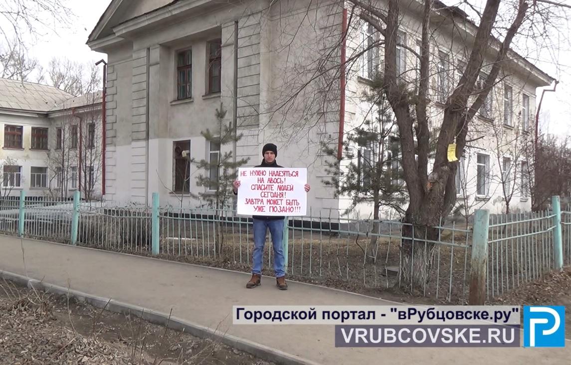 В Рубцовске обратили внимание на аварийность здания школы и закрыли ее