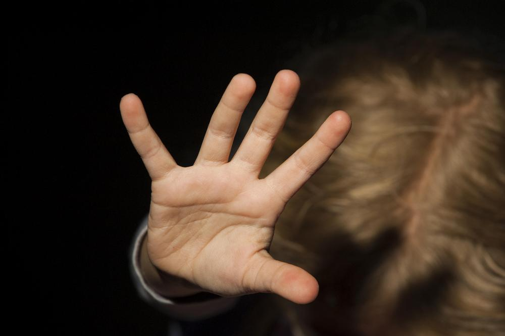 В Рубцовске возбуждено уголовное дело по факту истязания ребенка его отцом