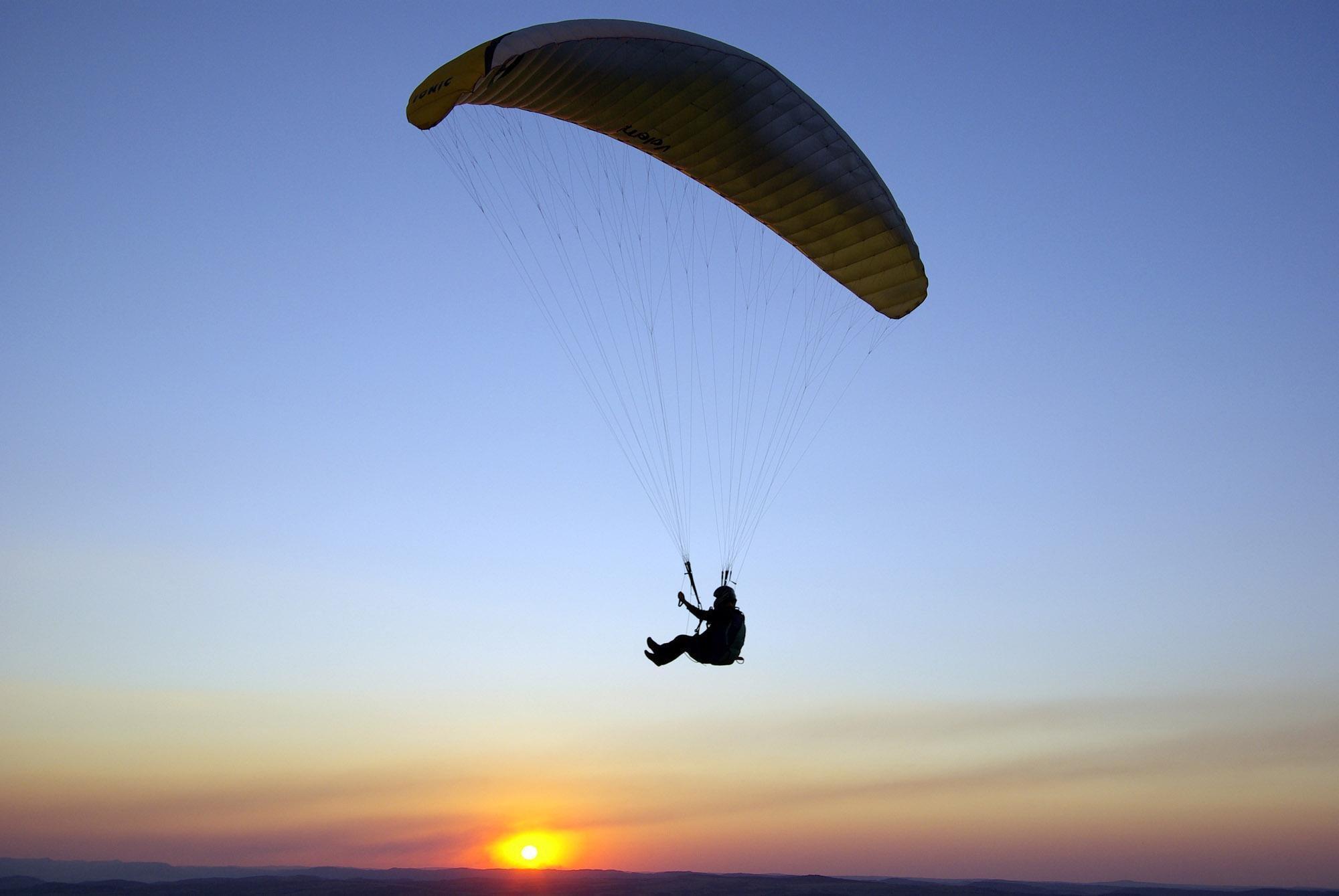 СКР. Парапланерист разбился во время полета над алтайским городом