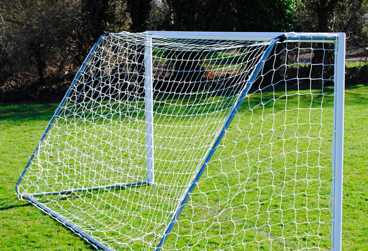 В Республике Алтай на 6-летнего ребенка упали футбольные ворота