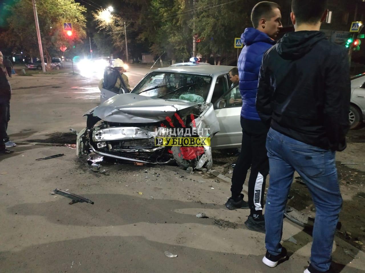 Жёсткое ДТП на перекрёстке произошло в Рубцовске