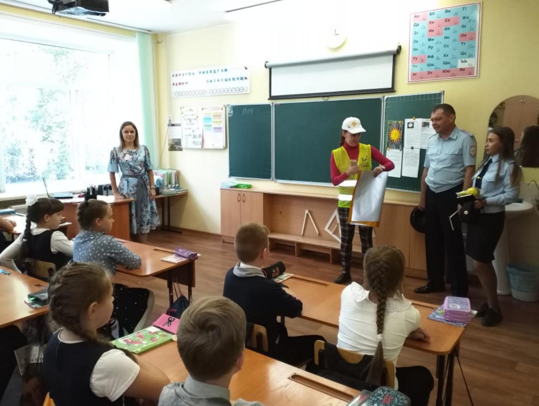 В Рубцовске для школьников провели мастер-класс по изготовлению световозвращающих фликеров
