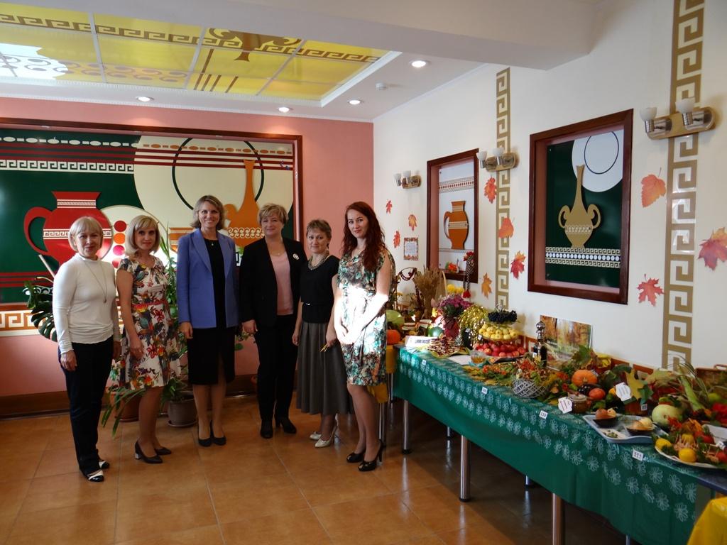 27 сентября в Алтайкрайстате была организована выставка с дегустацией  «Осенний бал даров природы»