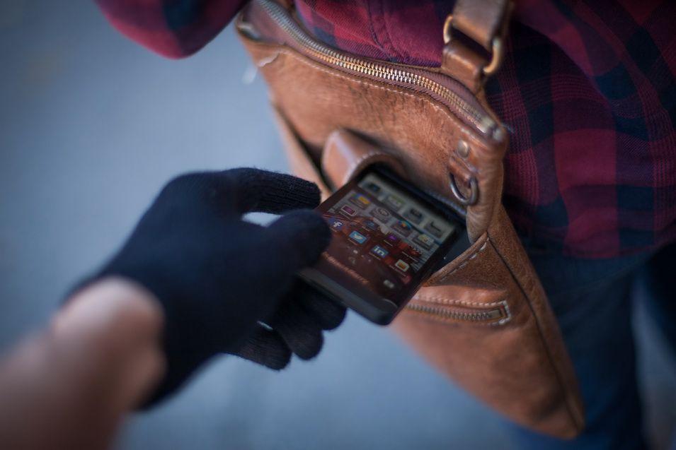 В Рубцовске ищут мужчину, у которого почти 3 года назад украли телефон