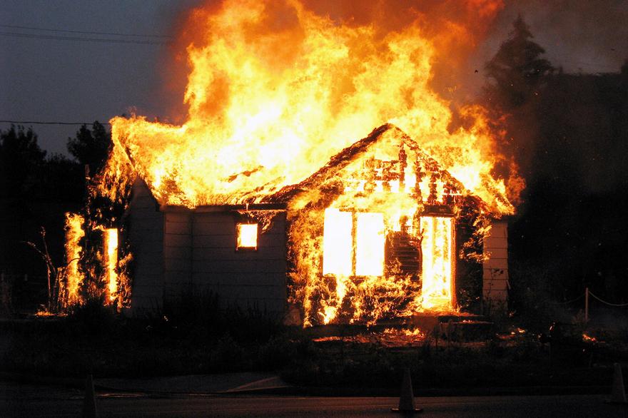 Ночной пожар в Рубцовском районе унес жизни трёх человек. Возбуждено уголовное дело
