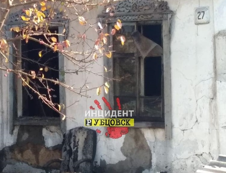 Один человек погиб. Поля и дома горели в Рубцовске на минувших выходных