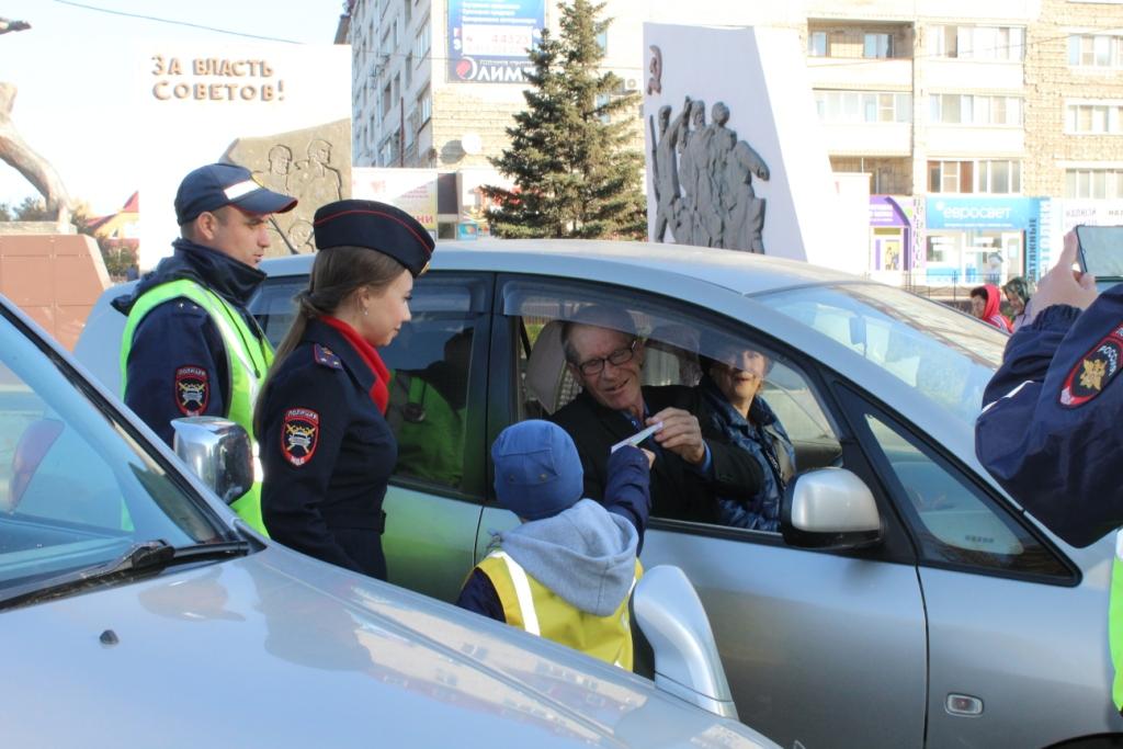 Сотрудники полиции с детьми провели акцию в Рубцовске