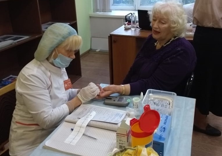 Обследования и мастер-классы проходят для пенсионеров в рамках месячника пожилого человека