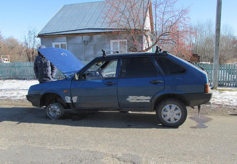 Житель Змеиногорска угнал автомобиль у соседа