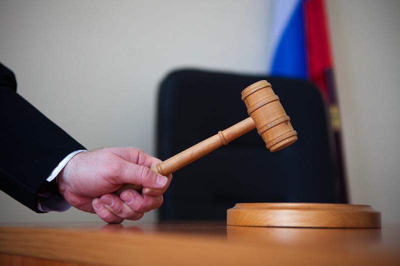 Рубцовчанка, ранее осужденная за кражу, снова пойдет под суд за оскорбление судьи