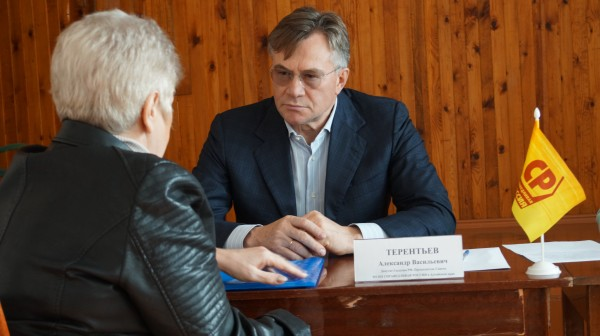 Депутат ГД Александр Терентьев провел прием граждан в Рубцовске