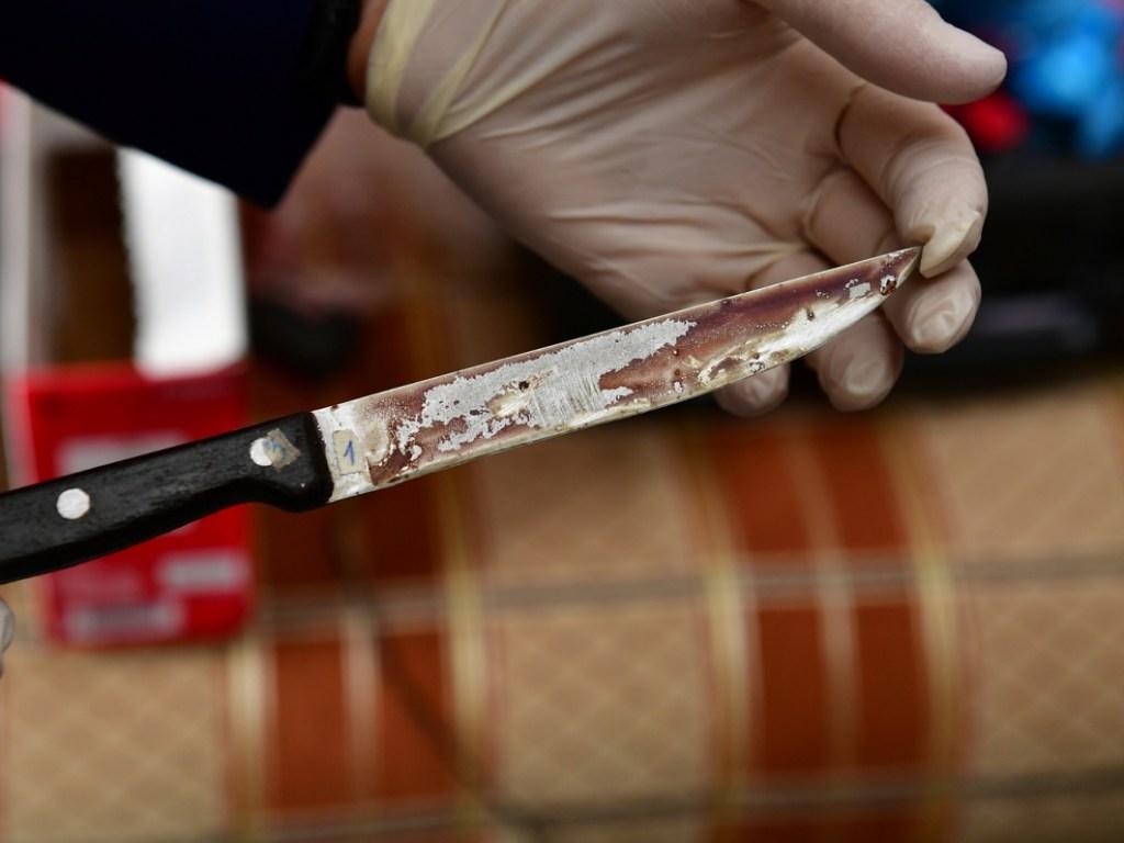 Ножницами и ножом убивал мужчину уголовник в Алтайском крае. Своей вины не признал