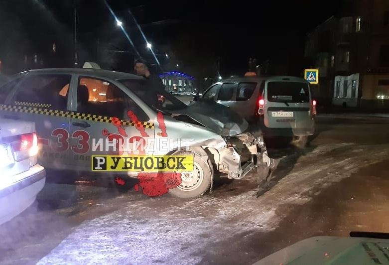 Очередное жесткое ДТП с участием такси произошло в Рубцовске