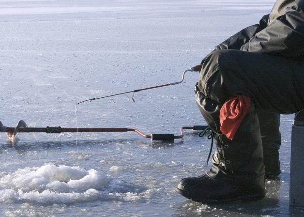 Будьте осторожны на зимней рыбалке!