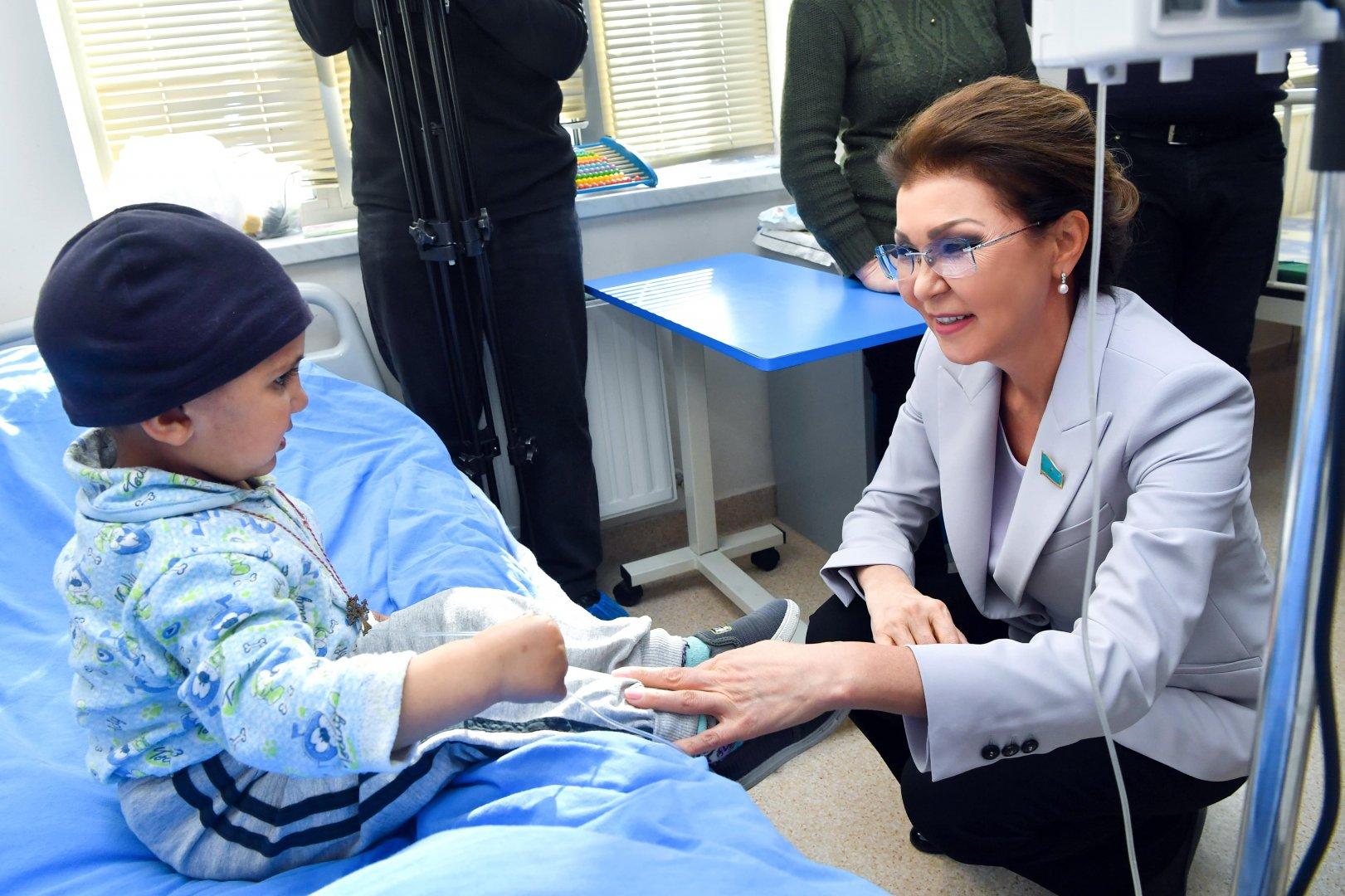 Дочь Назарбаева встретилась с онкобольными детьми в Ереване