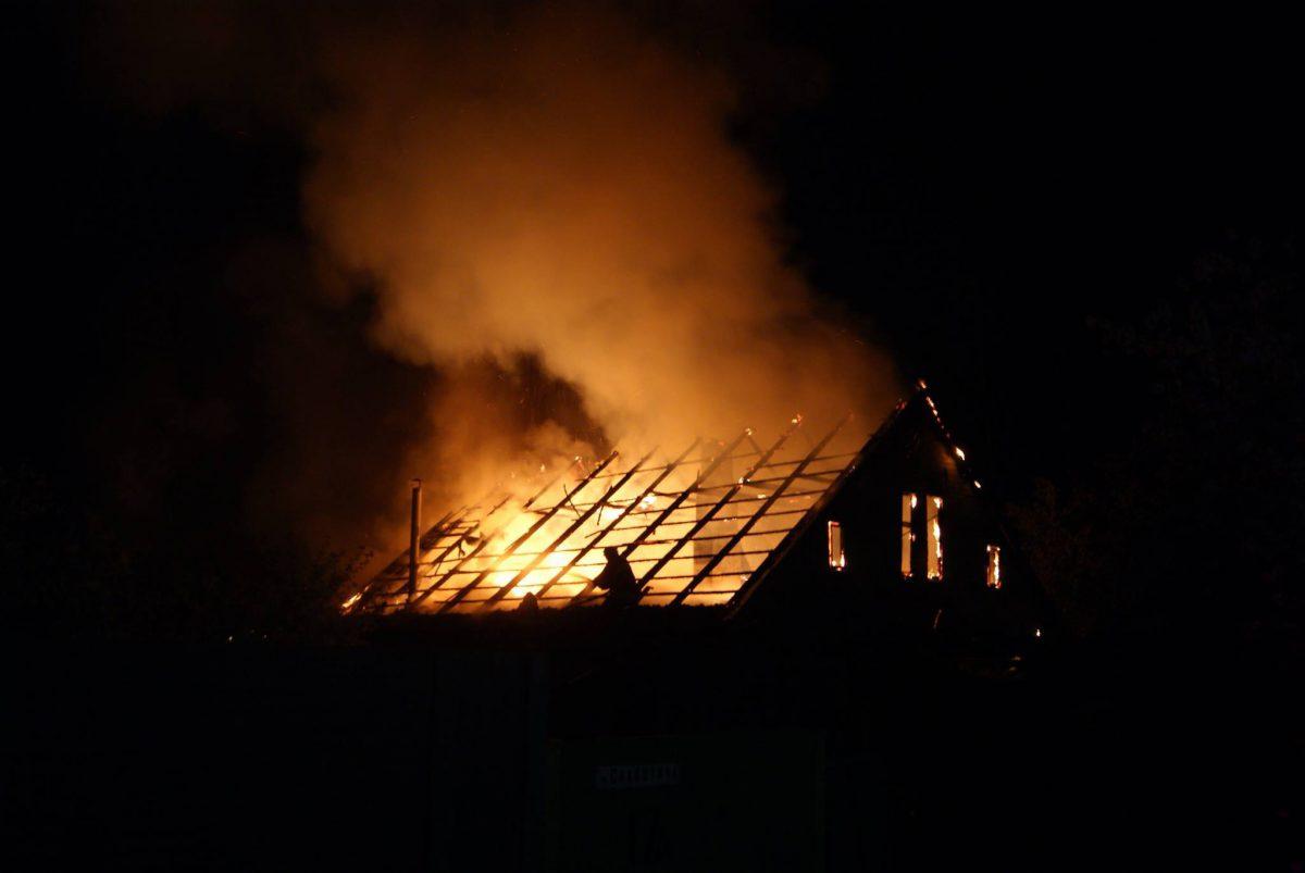 Три человека сгорели при пожаре в Алтайском крае