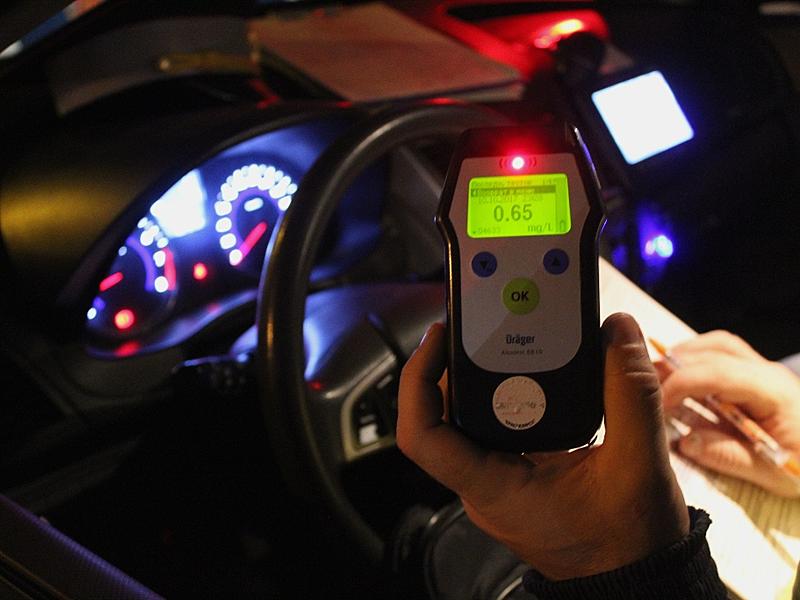 В Рубцовске сотрудники ГИБДД ночью проверяли водителей на трезвость