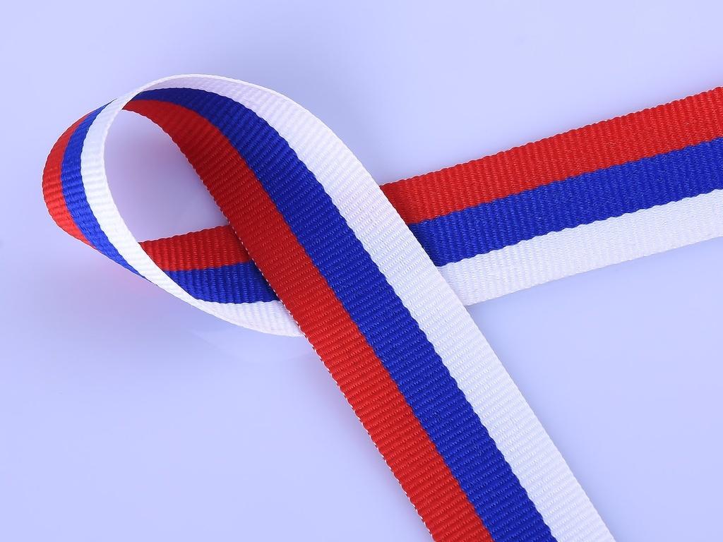 ленты российского флага воздухе