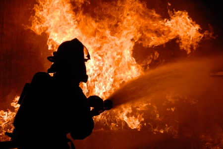 Пенсионер пострадал впожаре вмногоквартирном доме вБарнауле