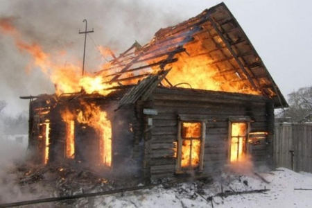 Три человека погибли вовремя пожара вБарнауле