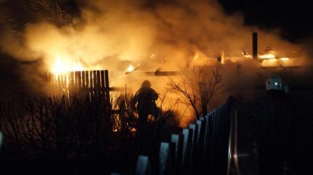 В Барнауле проводится проверка по факту гибели двух человек при пожаре в частном жилом доме